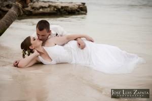 Destination Weddings Belize Photographer | Belize Wedding Photography | Trash the Dress Weddings