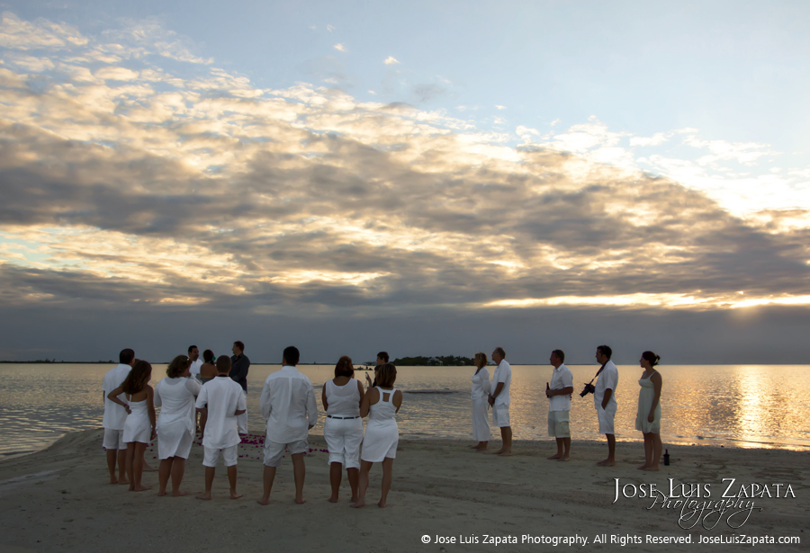 Sandbar Wedding Belize, Jose Luis Zapata Photography - Belize Photographer - SandBar Wedding | Island Beach Wedding