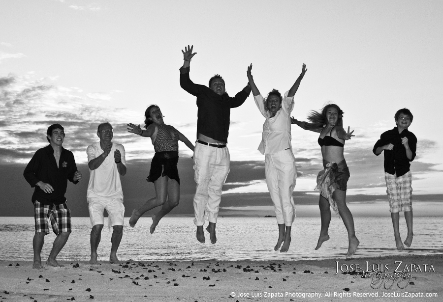 Sandbar Wedding Belize, Jose Luis Zapata Photography - Belize Photographer - SandBar Wedding | Island Beach Wedding