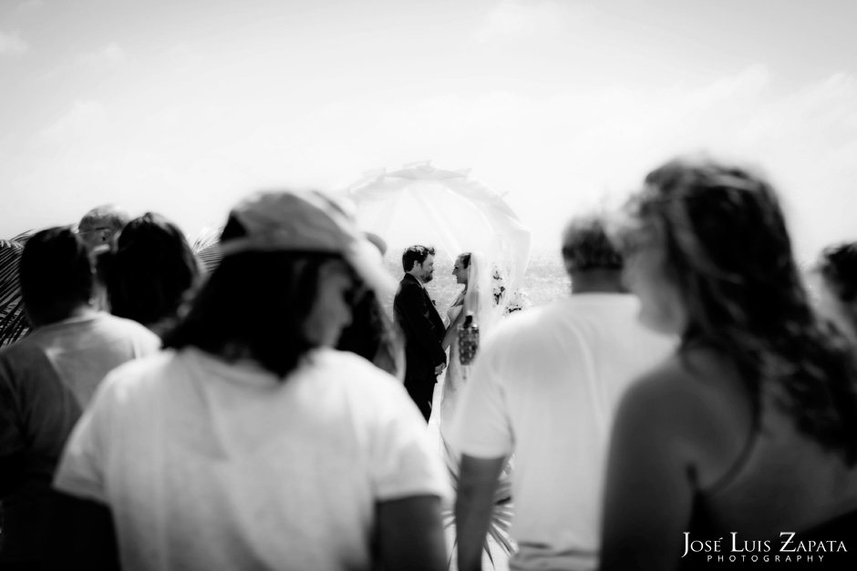 Trash the Vera Wang | Trash the Dress at Turneffe Island Resort | Destination Belize Wedding Photographer | Jose Luis Zapata Photography (10)