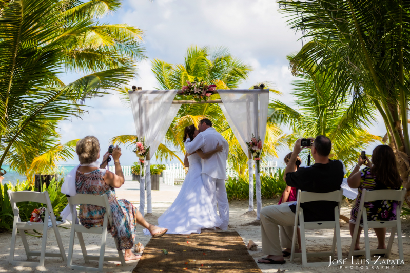 Las Terrazas Beach Wedding Ambergris Caye Belize Photographer (14)