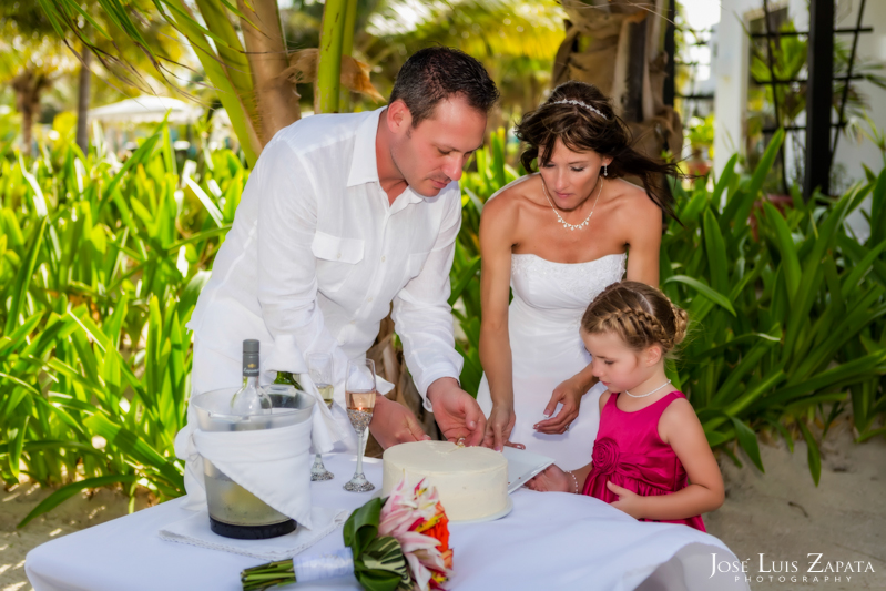 Las Terrazas Beach Wedding Ambergris Caye Belize Photographer (16)