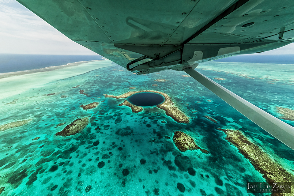 Eloge du cercle (topic 100% GE) - Page 2 The-Great-Blue-Hole-Belize-Dive-Site